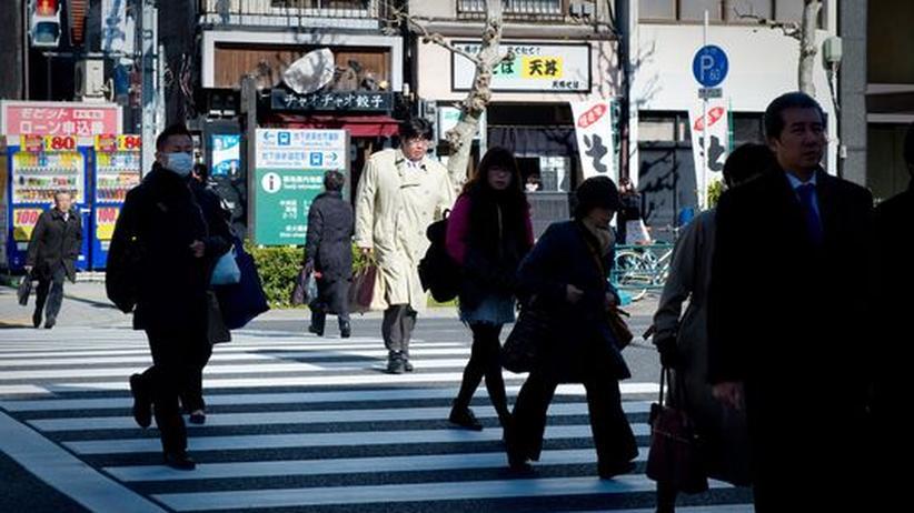 Downtown Tokyo: Noch gehen viele Menschen einem normalen Alltag in der Millionenmetropole nach