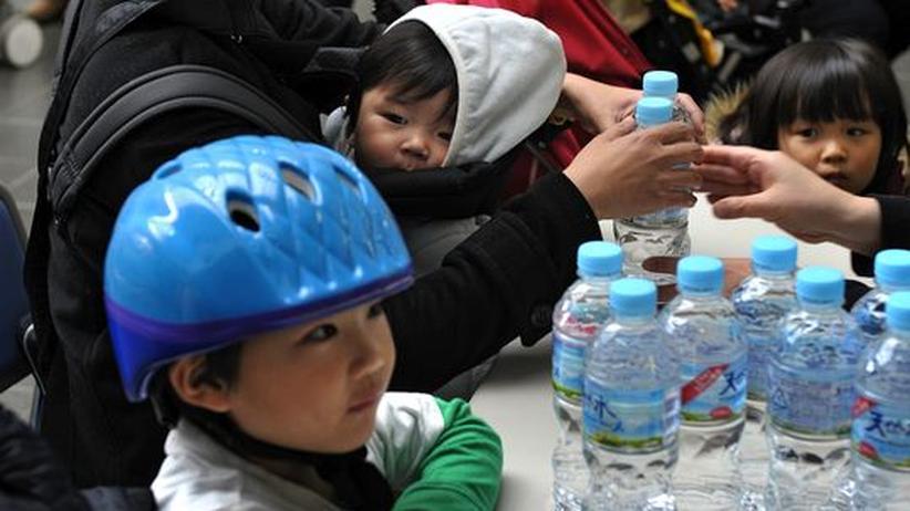 Atomkrise in Fukushima: Japans Vorräte an Wasserflaschen werden knapp