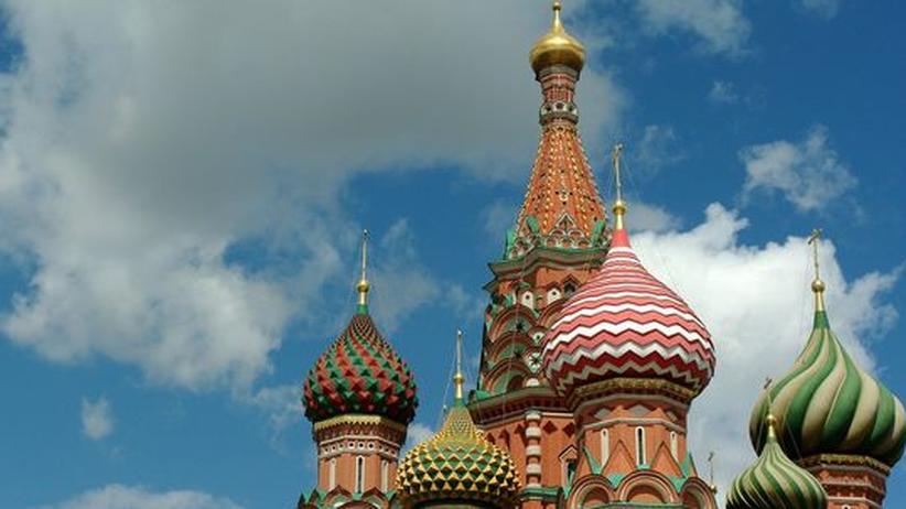 Goethe-Institut: Die Kuppeln der Basilius-Kathedrale am südlichen Ende des Roten Platz in Moskau. Hier beginnt die Reise.