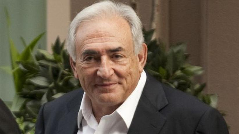 Dominique Strauss-Kahn vor seinem Townhouse in New York