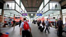 Reisende am Stuttgarter Hauptbahnhof