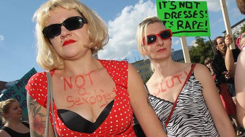 Slutwalk: Hunderte Frauen demonstrieren gegen sexuelle Gewalt