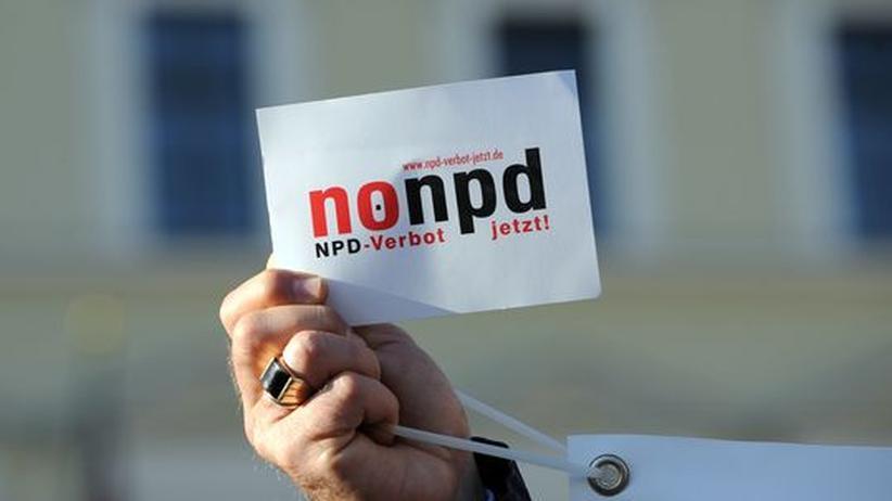 NPD: Demonstranten in München fordern ein Verbot der NPD.