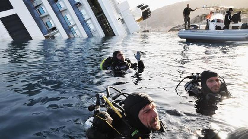 """Schiffsunglück: Rettungsarbeiten an """"Costa Concordia"""" erneut gestoppt"""