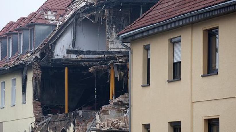 Rechtsterrorismus: Das zerstörte Haus in Zwickau, in dem die Polizei einen selbstauslösenden Schussapparat fand.