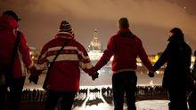 Menschenkette gegen Neonazis in Dresden