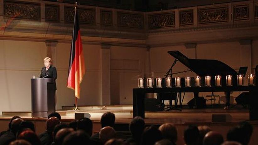 Gedenkfeier in Berlin: Merkel bittet Angehörige um Verzeihung