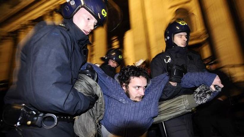 Großbritannien: Polizei räumt Occupy-Zeltlager in London