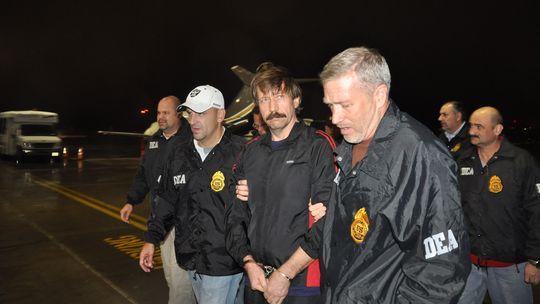 Der russische Waffenhändler Viktor Bout am New Yorker Flughafen (Archiv)