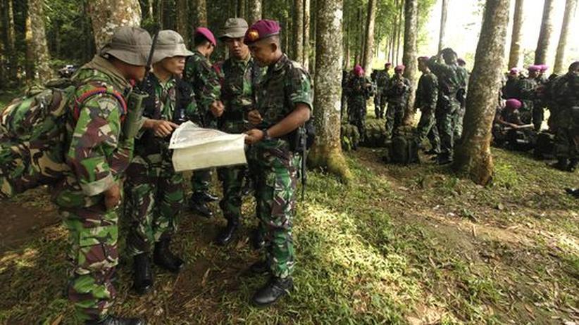 Absturz in Indonesien: Hubschrauber-Crew findet verschollenen Superjet