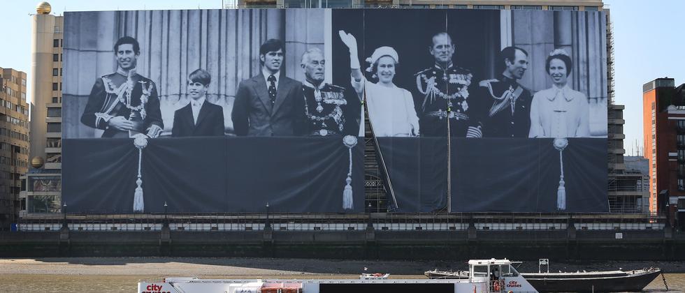 Ein 100 Meter langes Bild der königlichen Familie an der Themse in London