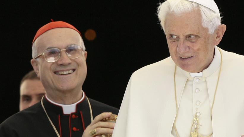Vatileaks: Bertone sieht gezielte Angriffe auf den Papst