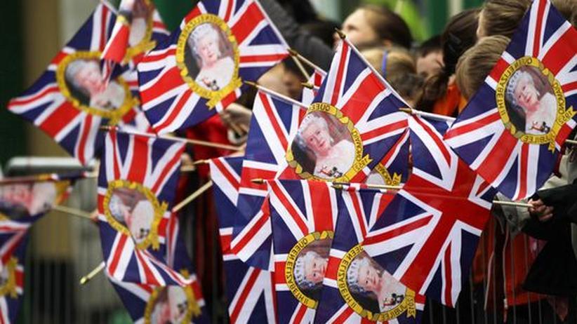 Nordirland-Konflikt: Queen reicht früherem Erzfeind die Hand