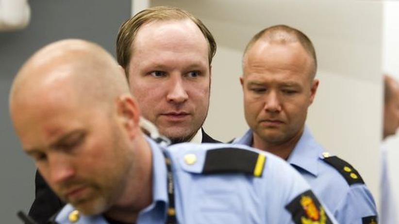 Anders Behring Breivik erscheint vor dem Gericht in Oslo.