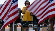 Menschen Gedenken der Opfer des Amoklaufs in Aurora, Colorado