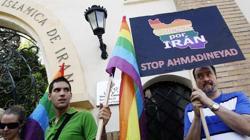 Homosexualität: Mitglieder einer Homosexuellen-Organisation demonstrieren vor der Iranischen Botschaft gegen die Verfolgung Homosexueller in Iran (Archivbild von 2009)