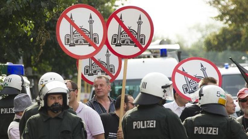 Pro Deutschland: Anhänger der rechtspopulistischen Pro-Deutschland-Partei bei einer Demonstration in Berlin (18.08.2012).