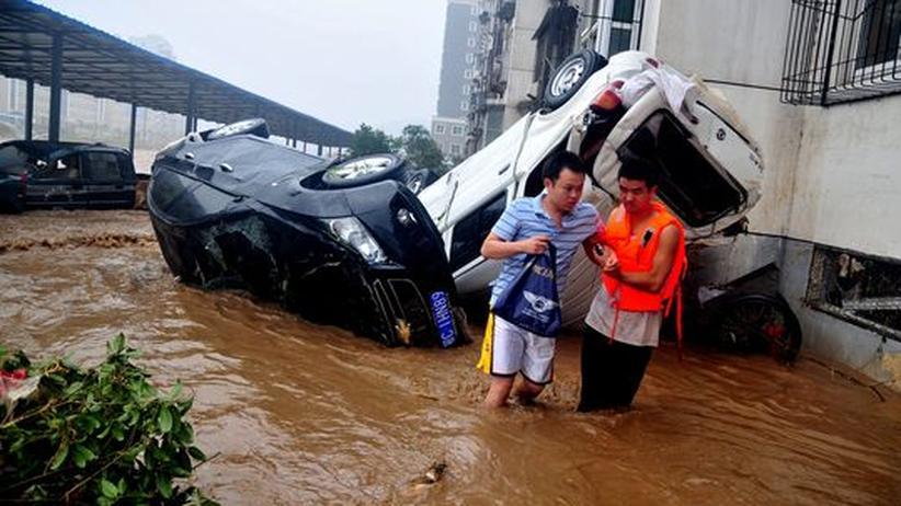 Katastrophengefahr: Hunderttausende Chinesen fliehen vor Taifun Haikui
