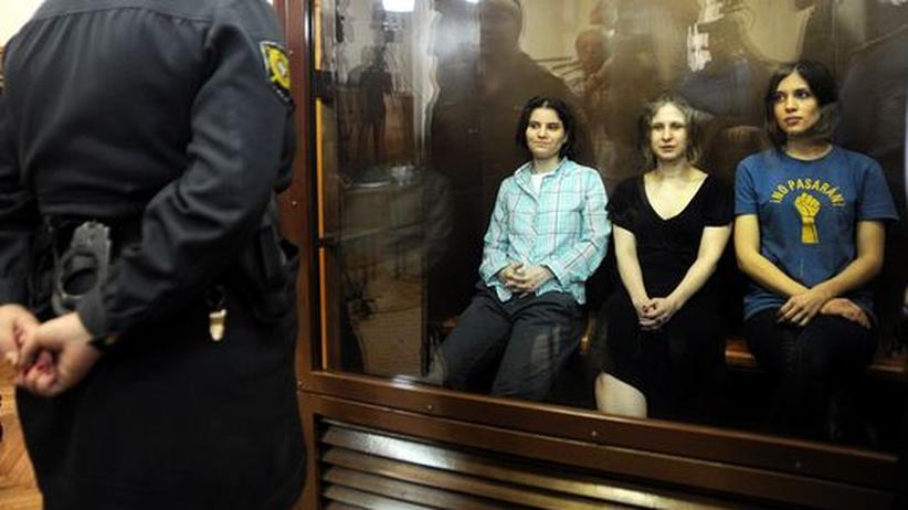 Russland: Gericht verurteilt Pussy-Riot-Mitglieder zu je zwei Jahren Haft