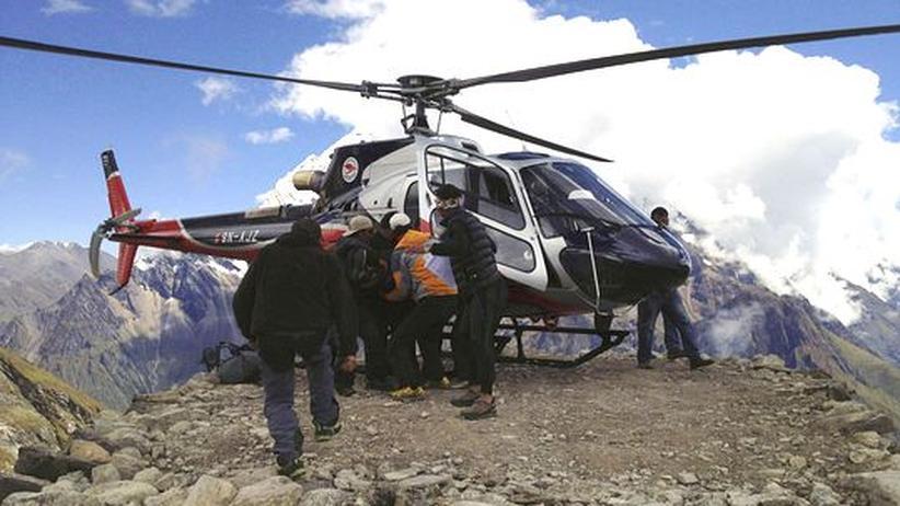 Himalaya: Retter suchen weitere Vermisste nach Unglück am Manaslu