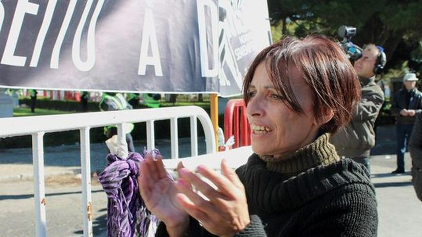 Merkel in Portugal: Frau do Carmo reicht's