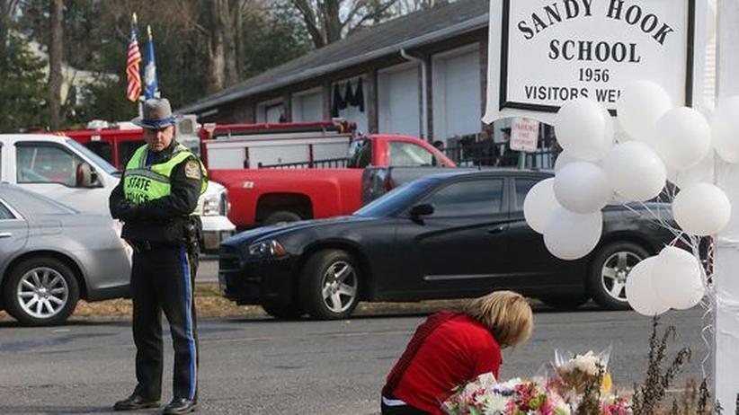 Amoklauf in Newtown: Täter drang gewaltsam in Schule ein