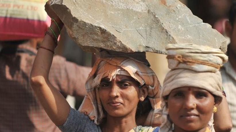 Ländervergleich: Warum Inderinnen kaum Einkommen erwirtschaften