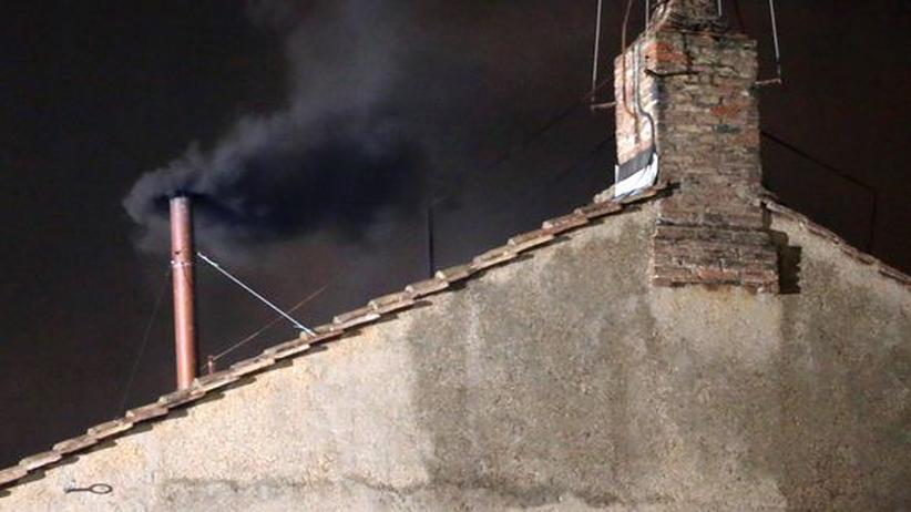 Konklave: Schwarzer Rauch am ersten Tag der Papstwahl