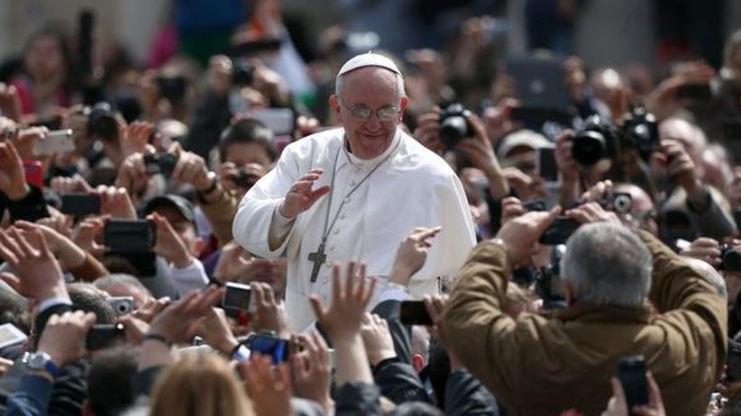 Vatikan: Hunderttausende bejubeln Papst bei Ostermesse