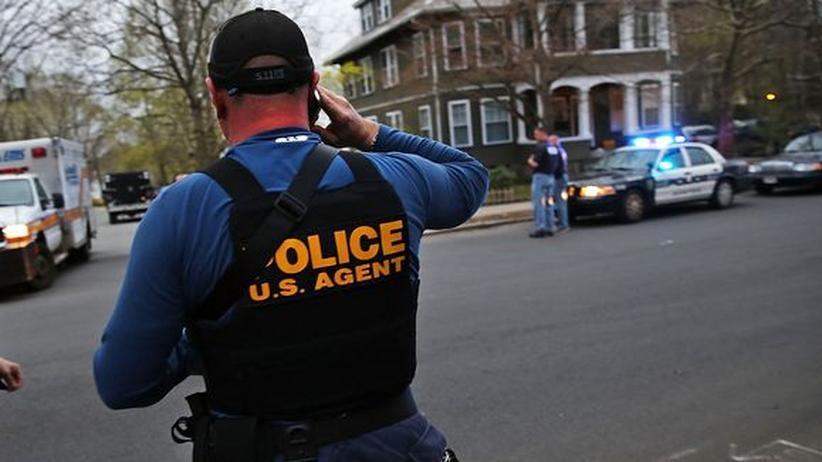 Attentat von Boston: Polizei und Schwarm kamen im Fall von Boston zu unterschiedlichen Fahndungsergebnissen.