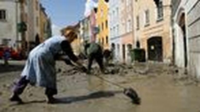 Hochwasser: Aufräumarbeiten im oberösterreichischen Schärding nach dem Hochwasser
