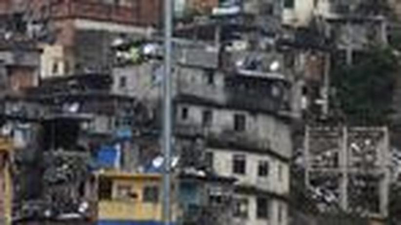 Kolumne Strandreporter: Viel Polizei in den Favelas, aber keine Schulen