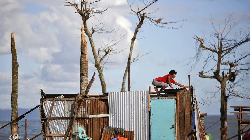 Philippinen: Aufräumarbeiten unter widrigen Umständen
