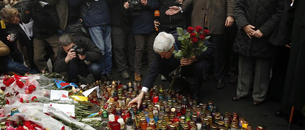 Ukraine Kiew Maidan Opfer Blumen