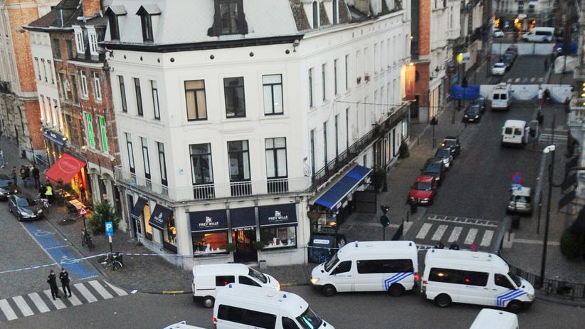 Belgien: Polizisten am Ort des Anschlags