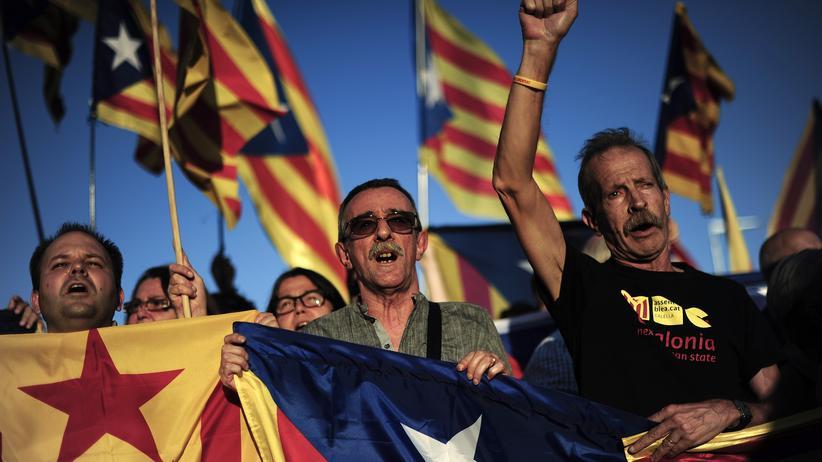 EU-Wahl: Demonstranten bei einer Kundgebung für die Unabhängigkeit Kataloniens im Oktober 2013
