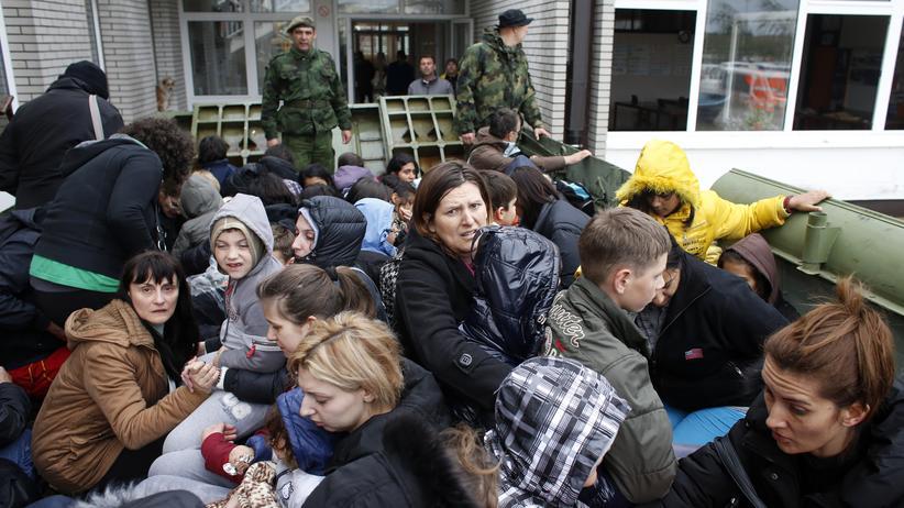Hochwasser auf dem Balkan: Tausende fliehen nach der Flut vor Lawinen