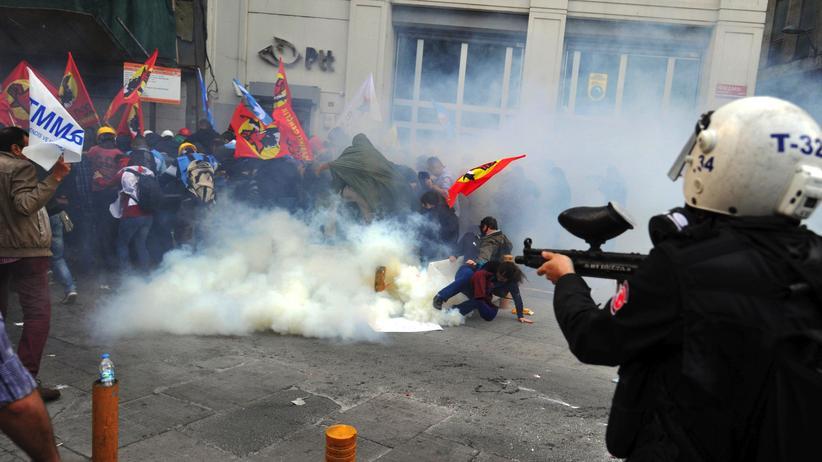 Türkei: Straßenkämpfe in Izmir und Ankara