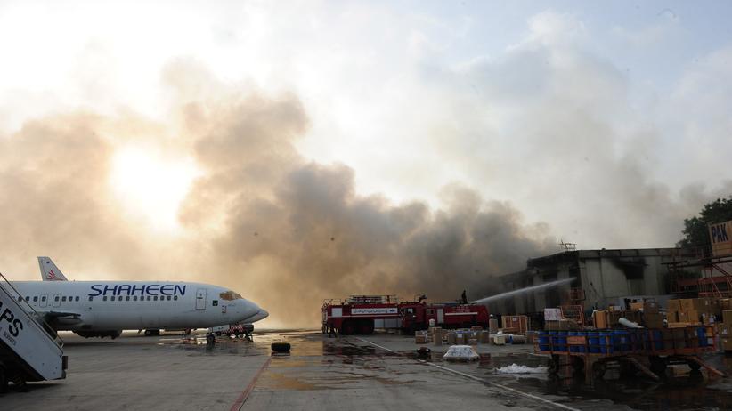 Pakistan: Viele Tote durch Angriff auf Flughafen von Karatschi
