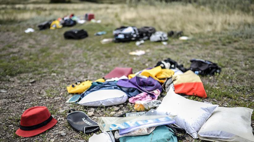 Gepäckstücke von MH17-Passagieren nahe der Absturzstelle in der Ostukraine.