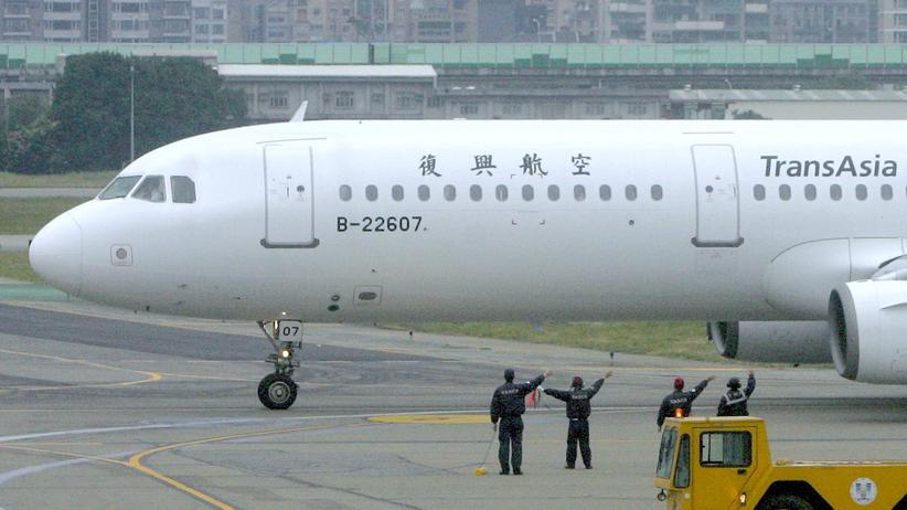 Flugzeugunglück: Mehr als 40 Tote bei Notlandung in Taiwan