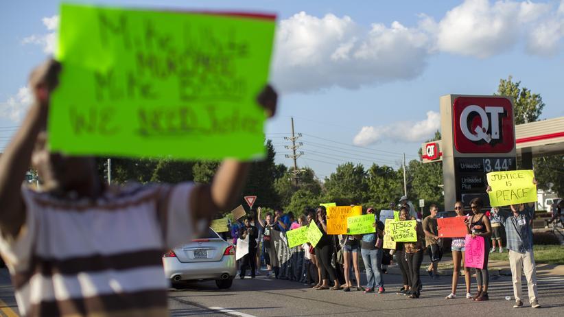 USA: Demonstranten in der Stadt Ferguson im US-Bundesstaat Missouri