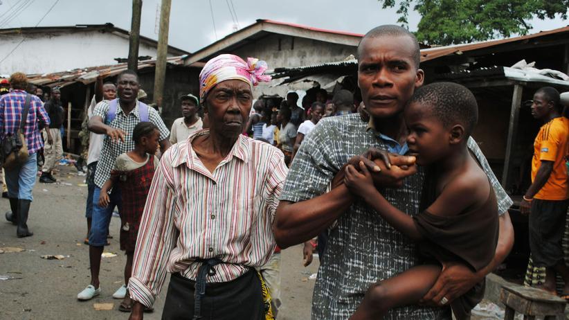 Ebola in Westafrika: Die Seuche attackiert nun jene, die verschont blieben