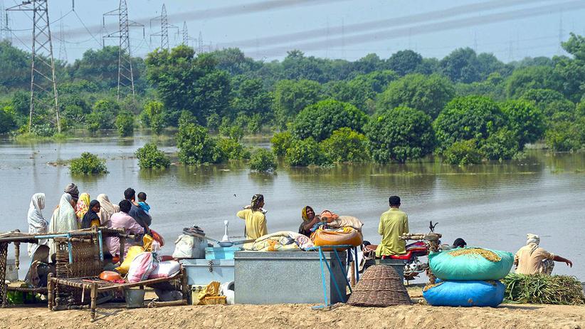 Überschwemmungen: Millionen Pakistaner und Inder auf der Flucht