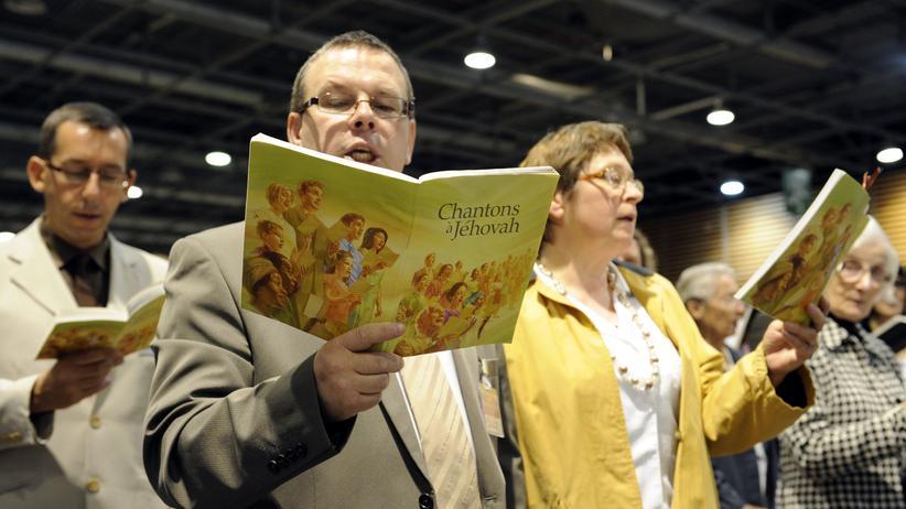Zeugen Jehovas: Zeugen Jehovas singen in Paris (Archivbild).