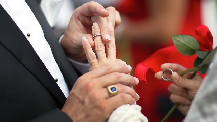 Katholische Kirche darf Wiederverheirateten kündigen