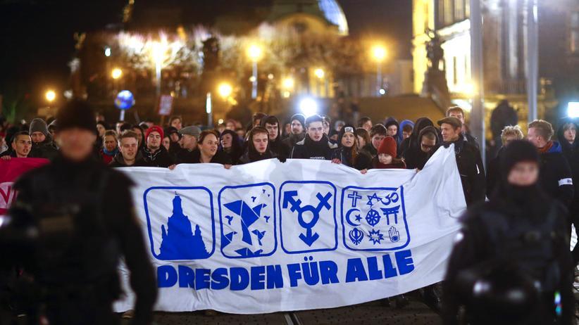 """Demonstrationen: """"Dresden für alle"""" fordern die Gegendemonstranten."""