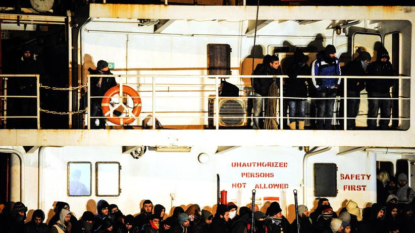 """Blue Sky M"": Flüchtlinge auf dem Schiff ""Blue Sky M"""