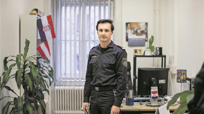 36260fa157b396 Polizisten mit Migrationshintergrund