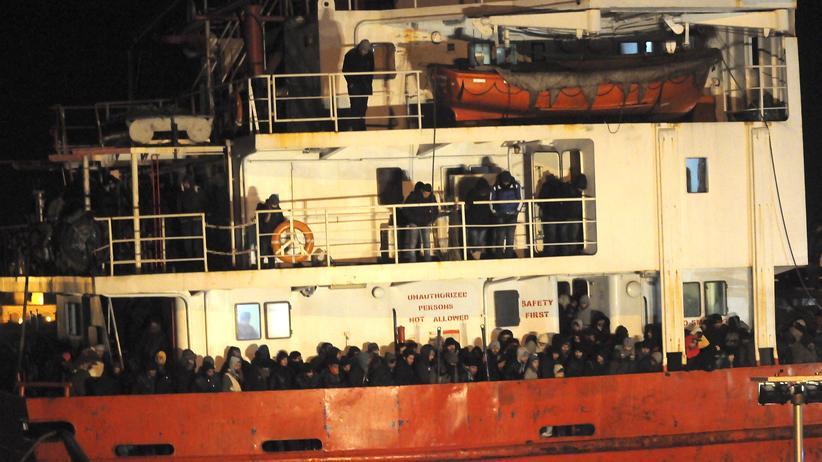 """Auch die Flüchtlinge auf der """"Blue Sky M"""" hat die Küstenwache gerettet."""